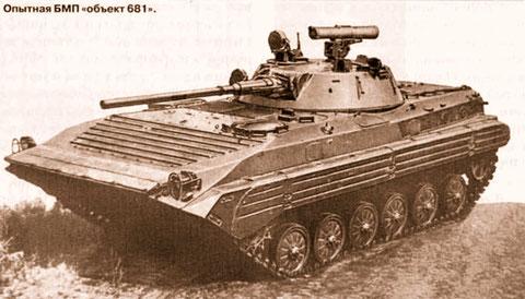 Objekt 681, von 1977, längere Kanone, zusätzlich ein 12,7 mm MG neben der Kanone, Waffenanlage in 2 Ebenen stabilisiert und PALR Konkurs.