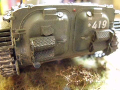 Die Bahnverladekeile am BMP-1 haben wir selten dran gehabt. Tiefe Bodenwellen haben die nicht lange ausgehalten.