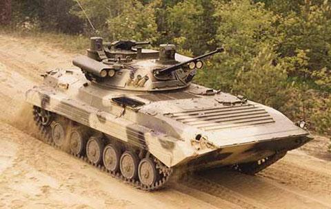 "BMP 2 ""Berezhok"" mit Panzerabwehrraketen ""Kornet-E"""