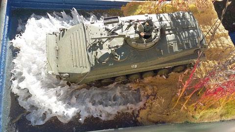 Der BMP-1 SP-2 ist vorschriftsmäßig gem. A 051/1/102 zur Wasserfahrt vorbereitet. Abgesehen vom Fahrlehrer, der ja von oben die Übersicht behalten muß.