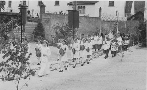 Herrgottstag 1947: 2.-Kommunikanten (Foto: Kolb, Basel)