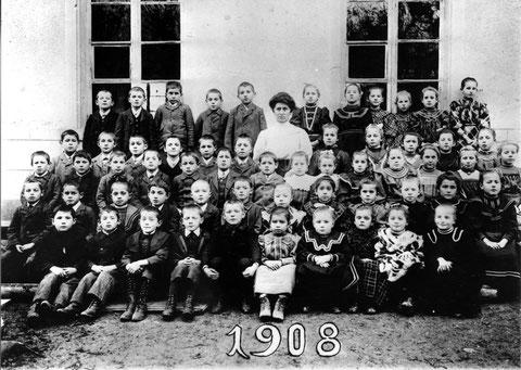 Die Unterschule im Jahr 1908. (Lehrerin: Hedwig Meier)