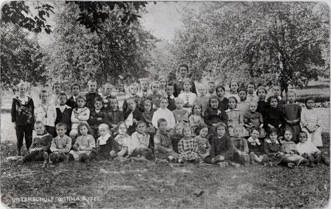 Unterschule Wittnau 1922. Lehrerin: Fräulein Hedwig Meier. (Foto: Ammann, Frick)