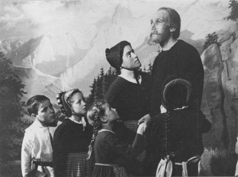 Bruder Klaus und Dorothee (Max Beck und Magdalena Walde) im Theater «Chlaus vo Flüe» der Musikgesellschaft 1947
