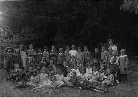 Klassenfoto der Unterschule. (Lehrerin: Hedwig Meier)   Sommer 1929