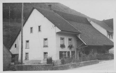 """Das Haus von """"s Sigerschte-Toni"""" (Anton Walde-Bachmann). Foto: Schwager, Rheinfelden, ca. 1960"""