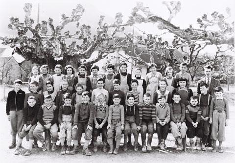 Die 4./5. Klasse im Jahr 1958 (Lehrer: Georges Schmid)