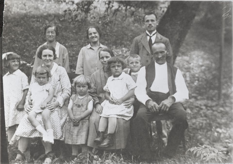 Familie Johannes Hochreuter, s Hansjoggelis (ca. 1932)