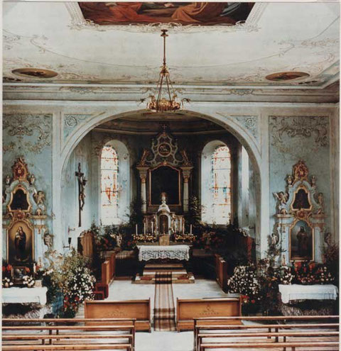Vor der Innenrenovation von 1952: der Chorraum (Foto: Leoni, Laufenburg)