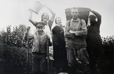 Vlnr.: Werner Ricklin; Josephine Walde-Tschudi; Josephine Walde-Schmid; Adolf Walde-Tschudi; Rosa Ricklin-Walde