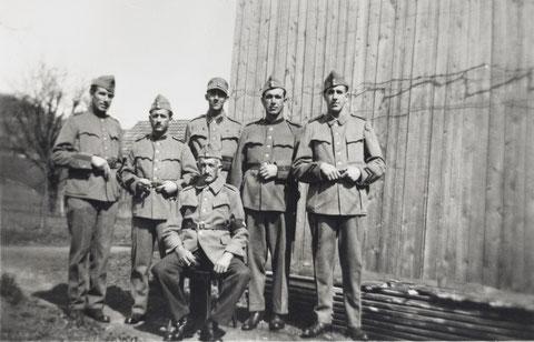 Stolze Soldaten: Sepp Beck (Urbes) und seine Söhne Gotthold, Franz, Max, Werner und Johann (Ostern 1945)
