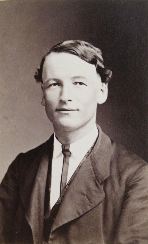 Pfarrer Hermann Müller (Foto: Lang & Zipser, Baden; zwischen 1879 und 1881)
