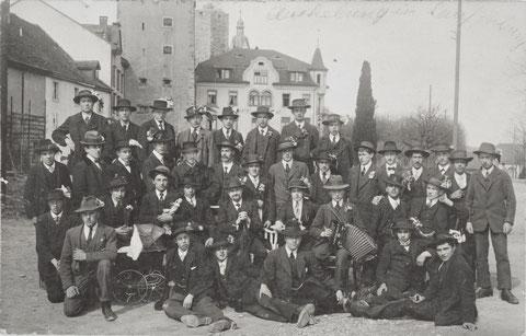 Aushebung in Laufenburg: Gruppenbild mit Puppenwagen  (ca. 1917)