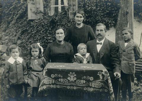 Familie Blasius Schmid-Brogle (Foto: J.W.Ochs, ca. 1900)