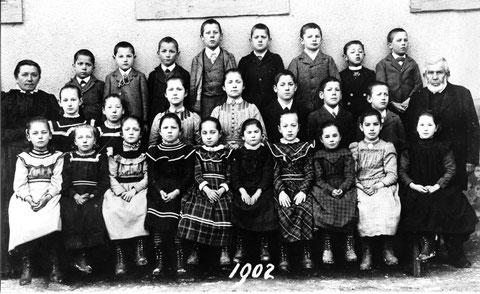 Die Wittnauer Unterschule im Jahr 1902. (Lehrer: Franz Joseph Herzog)