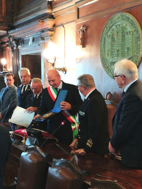 Consegna Benemerenza alla Capitaneria di Porto Trieste.