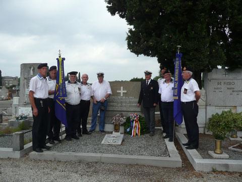 Cimitero di Gorizia con C.N. Seppi, D.R. Semi Rapp. Marinai Austriaci, Anmi Gorizia e Trieste.