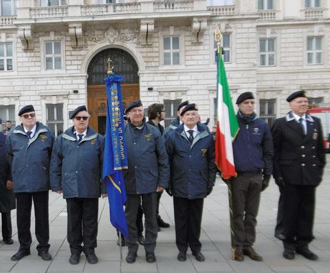 Alza Bandiera 17 marzo 19 Piazza Unità