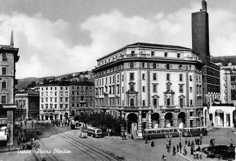 Sulla destra Casa del Combattente sede ANMI TRIESTE foto  anni 40