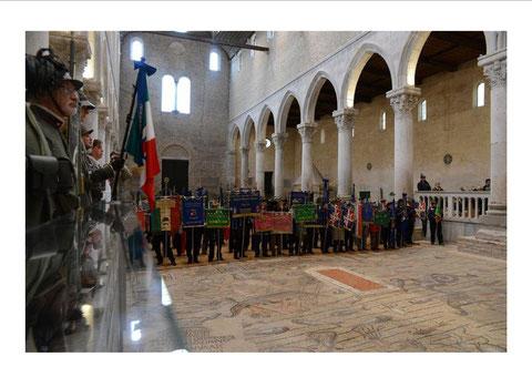 Basilica di Aquileia schieramento labari associazioni
