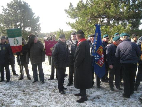 Cerimonia alla Foiba .C.N. Seppi e Pres. Botteghelli.
