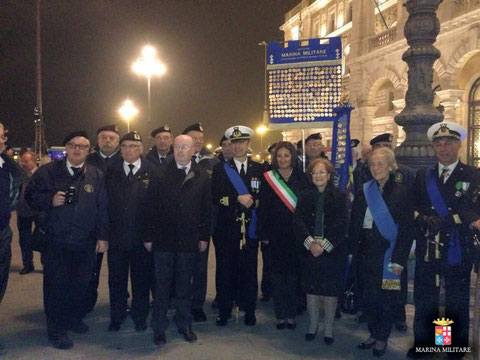 Medagliere Nazionale con massime autorità in Piazza Unità a Trieste.