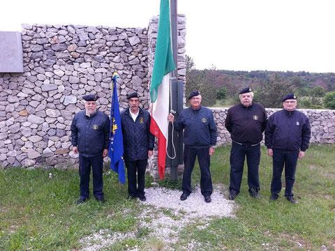 Alza Bandiera Foiba di Basovizza.