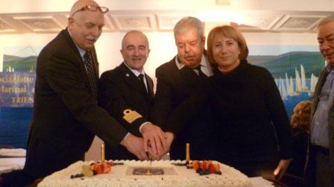Autorità al taglio torta.