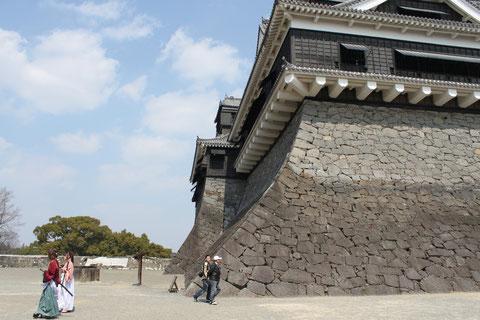 城内の至る所にコスプレ軍団(?)がうろついたり、互いに写真を取り合っていた。