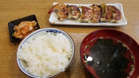 ブンブン、紫蘇、海老、イカ、チーズ、辛口の6種盛り定食をオーダー!ひと口サイズでペロッといけちゃいます!