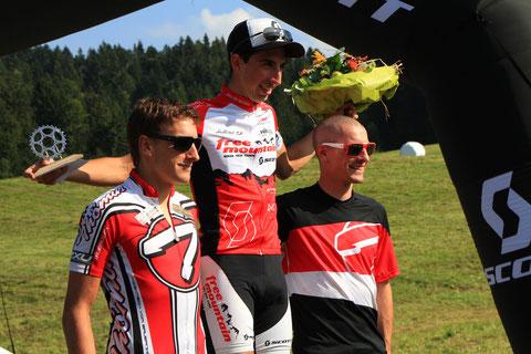 Das Podest der Kategorie Elite: (v.l.n.r.) Daniel Eymann (2.), Marc Stutzmann (1.) und Sepp Freiburghaus (3.).