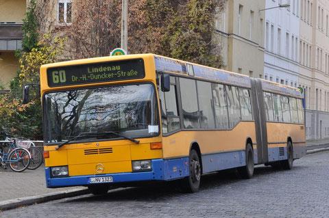 323 an der Endstelle Lipsiusstraße