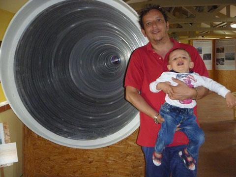 con mio figlio davanti al feed