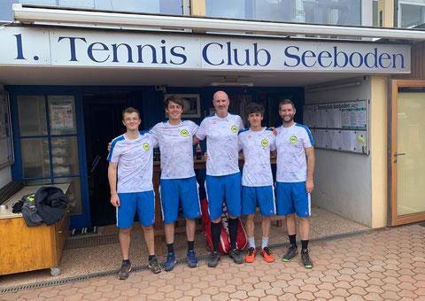 Von links: Stefan, Martin, Adam, Simon und Patrick (Mannschaftsführer)