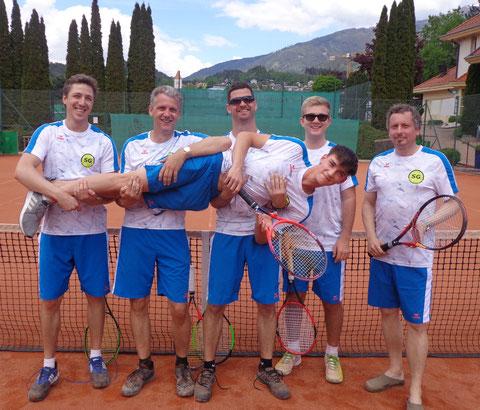 Von links nach rechts: Mario, MF Thomas, Thomas, Klausi, Paul (bequem liegend), Florian