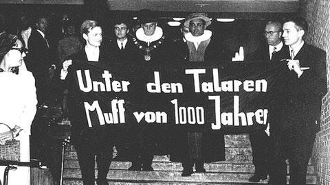 """Die Studierendenbewegung ist traditionell ein relevanter Teil der gesellschaftlichen Opposition. """"Unter den Talaren – Muff von 1000 Jahren"""" ging als Sinnbild um die Welt."""