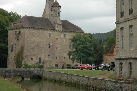 Rally de voitures anciennes au Chateau de Thenissey