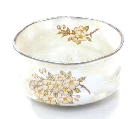 九谷焼『抹茶碗』変形白化粧 しだれ桜 中絵