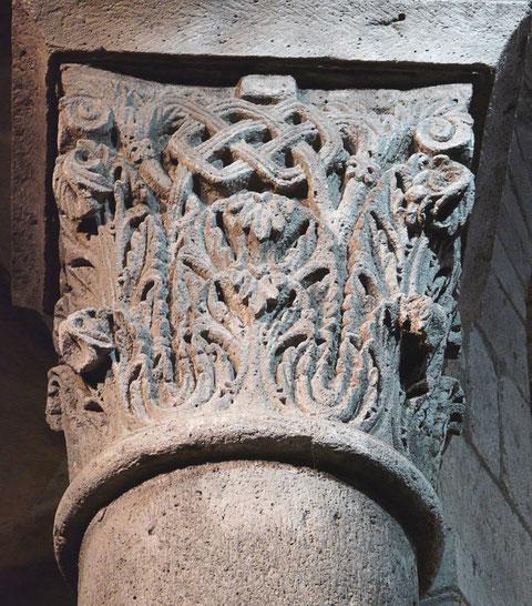 La décoration des chapiteaux ne relève pas d'une simple ornementation mais d'une symbolique et d'informations précises données par les bâtisseurs.