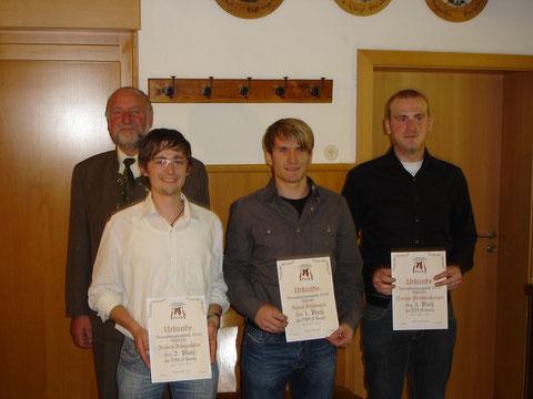 Vereinsmeister 2010: v.l.: Schützenmeister Buczek Reinhold, Bergmüller Robert, Eichmeier Klaus und stellvertretend für Hopfensperger Stefan sein 4. Platzierter Bruder Michael
