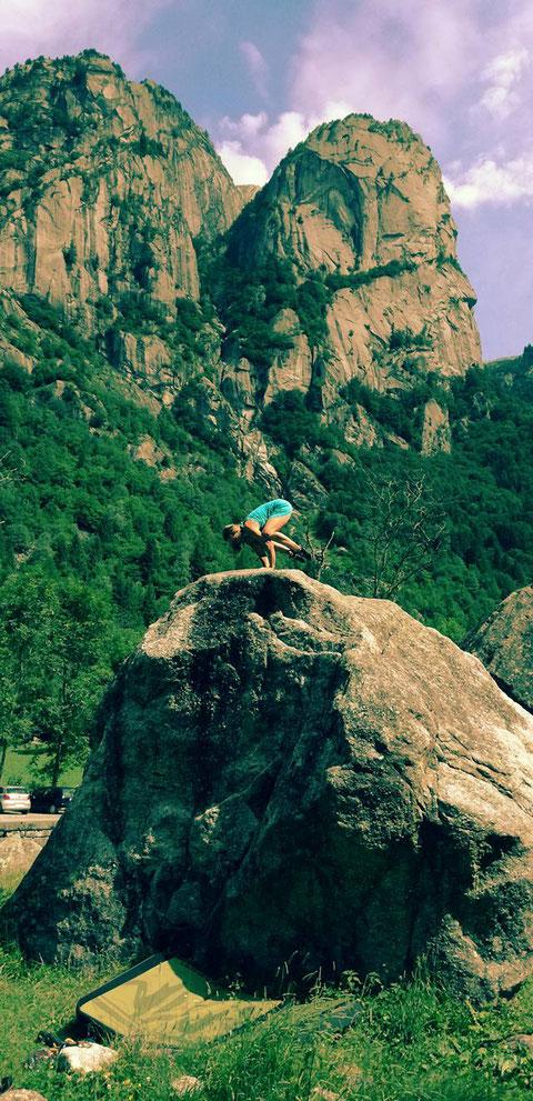 Jasmin Jumtow Klettern Bouldern Yoga Asana Krähe Ashtanga Klettertherapeut Klettertherapie Gesundheitsförderung Erlebnispädagogik