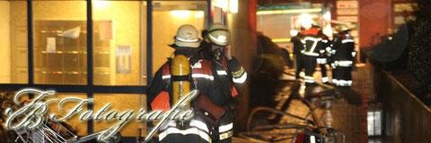 01.01.2012 - HH/Billstedt: Brennender Dachbodenverschlag in Hochhaus