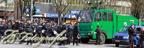 22.04.2012 - HH/Altona: Fußballanhänger demonstrieren gegen polizeiliches Kartenverbot