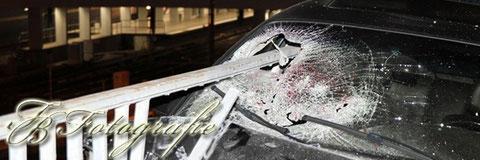 31.03.2012 - HH/Billstedt: PKW nach Unfall von Geländer aufgespießt