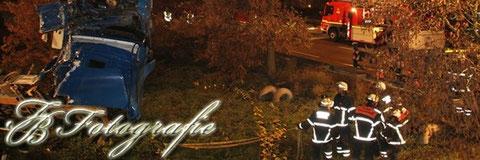 08.11.2011 - HH/Veddel: LKW stürzt 10 Meter von Brücke in die Tiefe