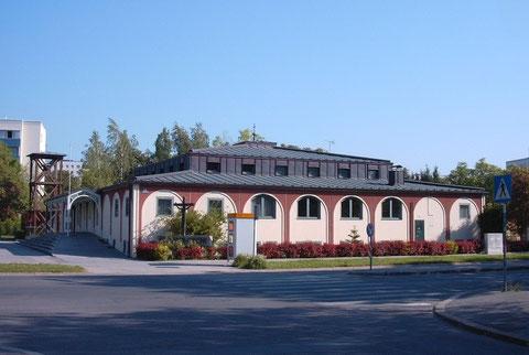 Das Gebäude der Pfarre St. Claret-Ziegelhof existiert seit 1981 und ist ein Mehrzweckbau mit einem Pfarrsaal unter dem Kirchenschiff.