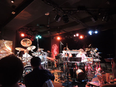 ドラムとパーカッション、交換してもすごい二人