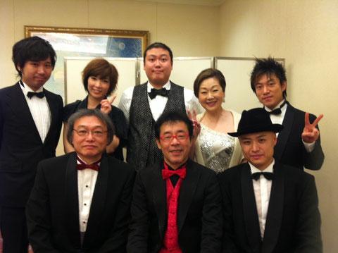 本日(12月17日)広島でのディナーショー終了後のほやほや写真です。