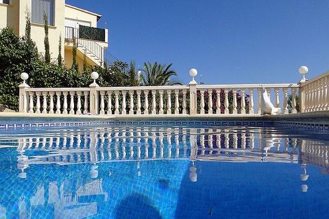 Villa Gandia Hill, Pool und Blick zum Nachbarn, Bild vom 13.09.2011