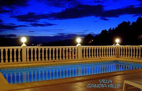 Meerwasser-Pool am Abend, Villa Gandia Hills, Blick über Monterrey, Valencia, Spannien